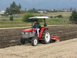 送料無料でお届けするお米の肥料散布の様子